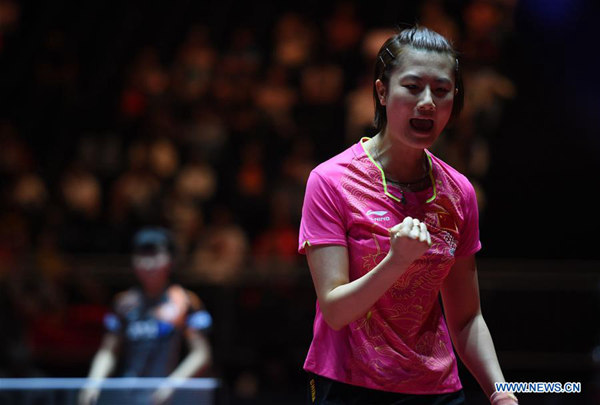 Ding Ning(R) of China celebrates during the women's singles semi-final match against Miu Hirano of Japan at the 2017 World Table Tennis Championships in Dusseldorf, Germany, June 3, 2017. (Xinhua/Tao Xiyi)