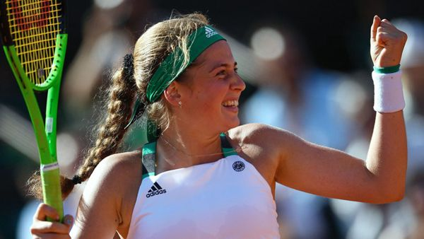 Jelena Ostapenko beats Bacsinszky to reach French Open final