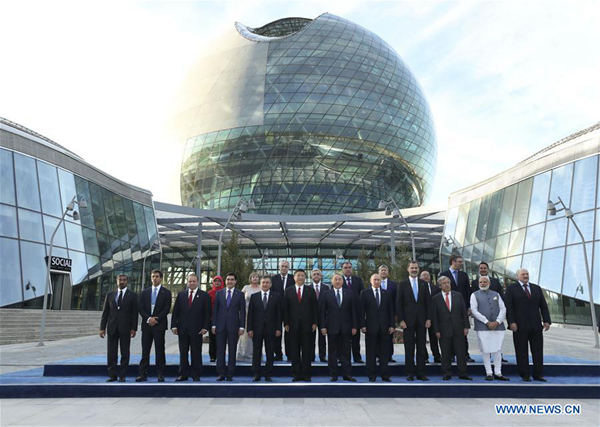 Chinese PresidentXi Jinping, other leaders and guests pose for a group photo before the opening ceremony of the Expo 2017 in Astana, Kazakhstan, June 9, 2017. (Xinhua/Pang Xinglei)