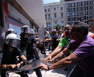 Garbage piling up Greek cities as sanitation workers' protest continues