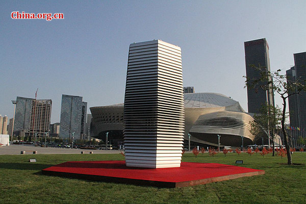Smog Free Tower, the largest air cleaner in the world, begins purifying air at the 2017 Dalian Summer Davos. [Photo by Gong Jie / China.org.cn]