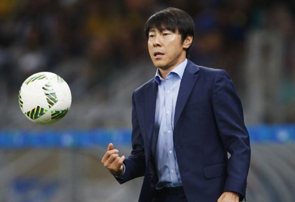 Shin replaces Stielike as South Korea coach