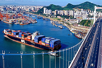 China's foreign trade gains steam in H1
