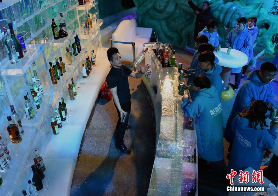 The Newly Opened Ice Bar Has A Temperature Of 6 10 Degrees C Below Zero While