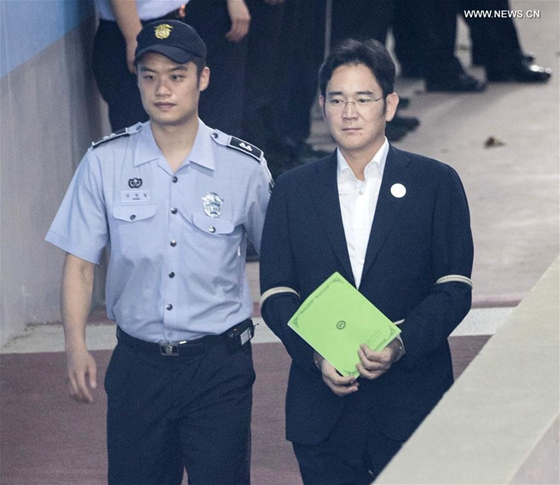 Prosecutors seek 12 years prison for Samsung heir for bribery