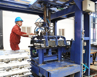 China's industrial output up 6.4 pct in July