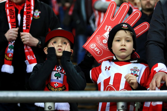 Young Southampton fans in the stands react during a game. [Photo/China Daily]
