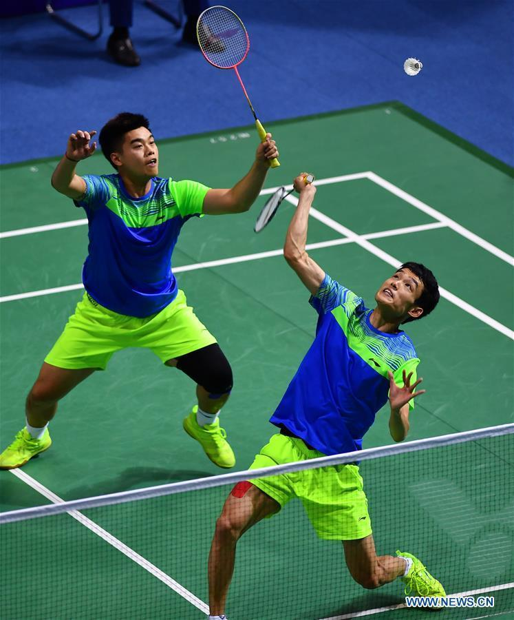 Xu Linhan (R) and Ying Wenhao of Tianjin compete during the men's team of badminton Group E match against Guangdong at the 13th Chinese National Games in north China's Tianjin Municipality, Sept. 1, 2017. Guangdong won the match by 3-1. (Xinhua/Xu Chang)