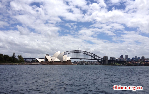 The Sydney Opera House and Harbour Bridge on a sunny day. [Photo by Li Jingrong/China.org.cn]