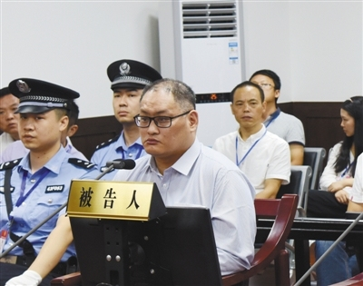 Taiwan resident Lee Ming-che stands trial in a court in Yueyang City, Hunan Province, on Monday, September 11, 2017. [Photo provided by the court]