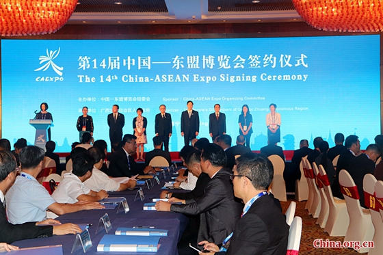 The signing ceremony of the 14th China-ASEAN Expo International Economic Cooperation Projects was held in Nanning on Sept 13,2017. [Photo by Zhang Liying/ China. org. cn]