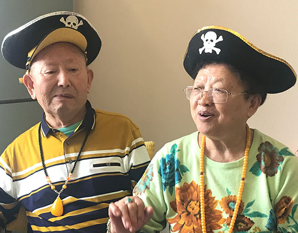 Cao Xuemei and her husband, Cui Xingli, interact with their audience during a livestreaming session. [Zhang Jing/For China Daily]