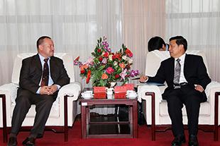 Guo Weimin meets Serbian media delegation