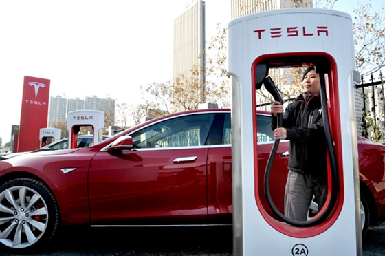 Tesla Will Open an Electric Vehicle Plant in Shanghai's Free Trade Zone