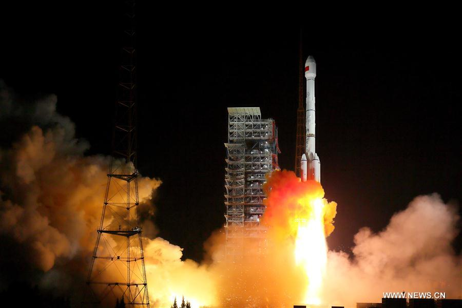 China launches two BeiDou-3 satellites into space via a single carrier rocket to support its global navigation and positioning network at 7:45 p.m. Sunday. [Photo/Xinhua]