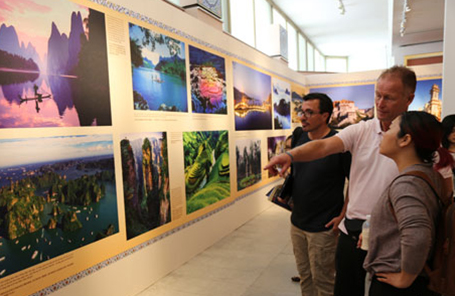 Vietnam ties in the frame at exhibition