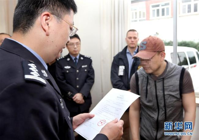 Chinese police have repatriated an American fugitive to the United States, Shanghai Public Security Department announced Tuesday. [Photo:Xinhua]