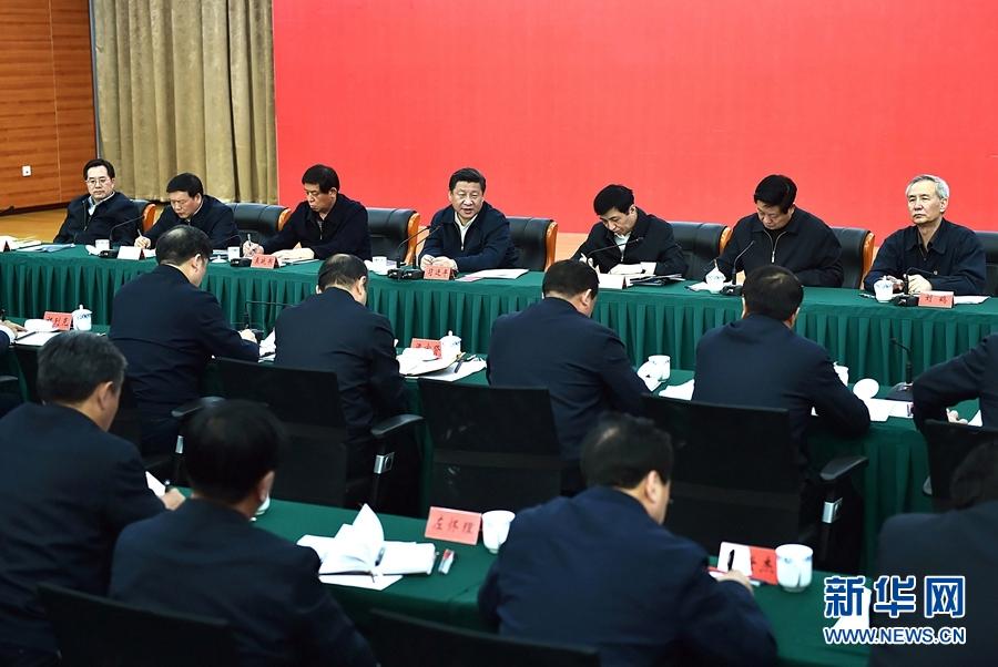 这是13日下午,习近平在中国延安干部学院主持召开陕甘宁革命老区脱贫致富座谈会。新华社记者 李涛 摄