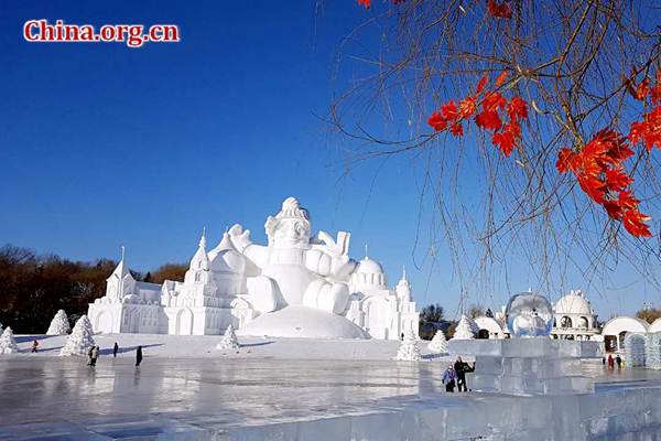Tourists visit the Sun Island Park in Harbin, China's northeastern province of Heilongjiang on Jan. 10. [Photo by Jiao Yang/Provided to China.org.cn]
