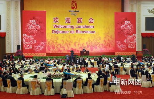 8月8日,中国国家主席胡锦涛在北京人民大会堂宴会厅为出席北京奥运会的贵宾举行欢迎宴会。