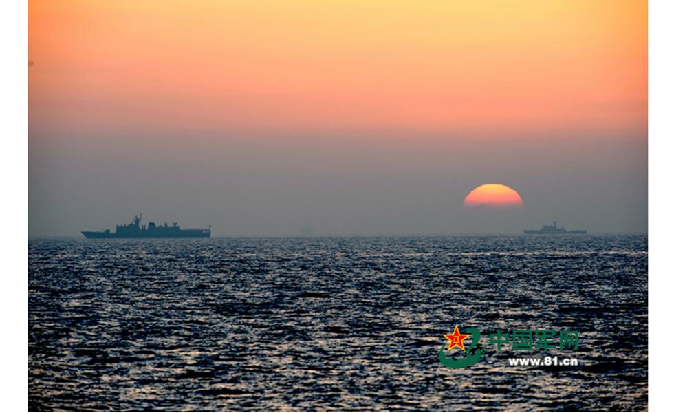 5月22日下午,参加中俄海上联合—2014军事演习舰艇全部抵达预定海域。 本网记者岱天荣摄