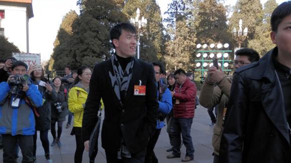 全国政协会议开幕 姚明被困刘翔潇洒