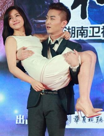 陳曉陳妍希戀情曝光 被拍酒店同一個房間過夜。