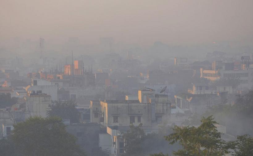 """印度:新德里空气污染爆表 雾霾""""罩""""城"""
