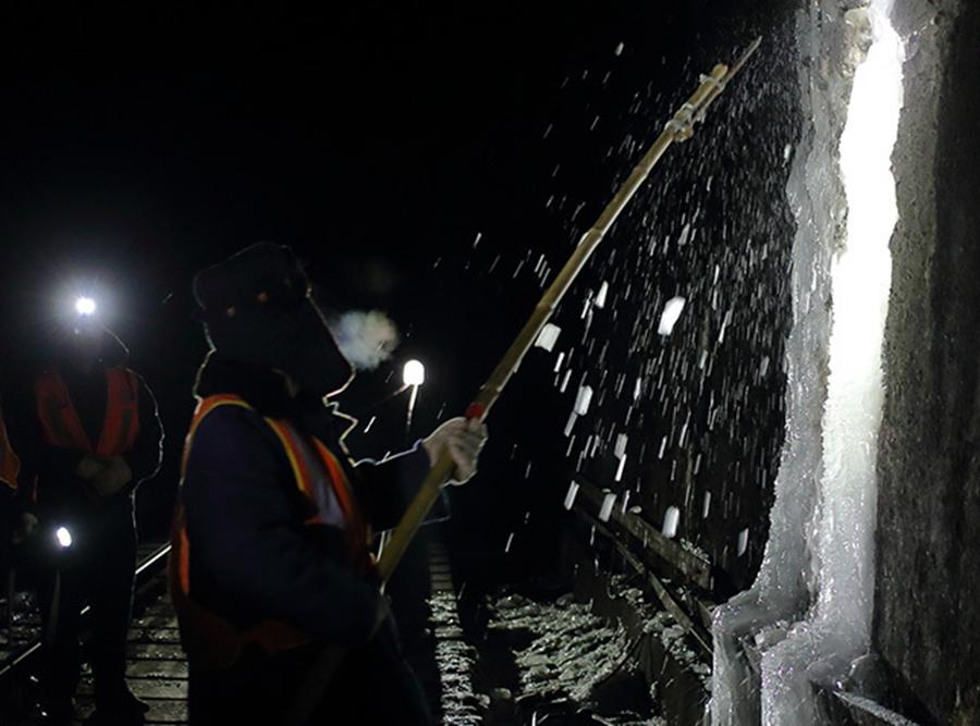 八达岭隧道打冰人