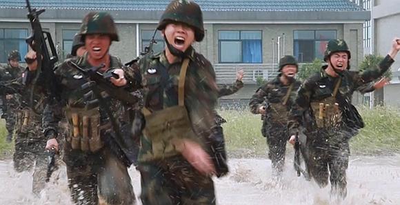 火箭军国防生'周五战场'实战化标准 挑战生理极限