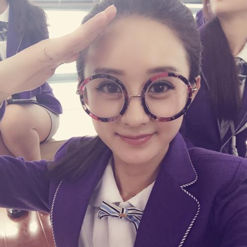 女星戴眼镜谁好看:刘诗诗知性宋茜时尚赵丽颖可爱