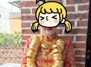 福建土豪婚礼: 新娘挂满金镯 豪车排长龙
