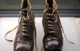 上世纪90年代足球鞋亮相