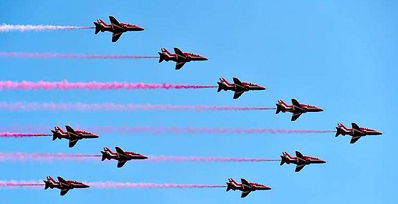 英国皇家空军红箭飞行表演队抵达珠海
