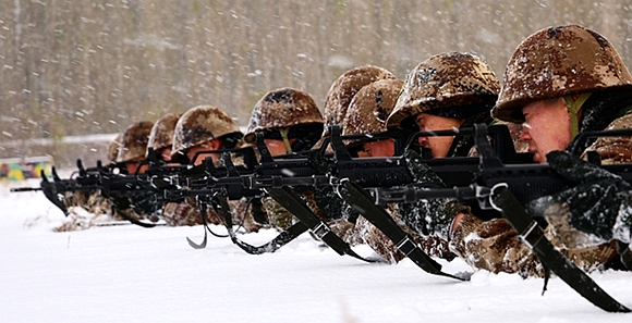 组图:风雪中锤炼军人血性