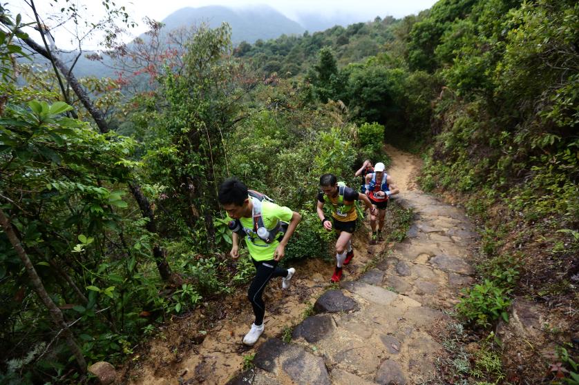 香港100公里越野跑比赛举行[组图]