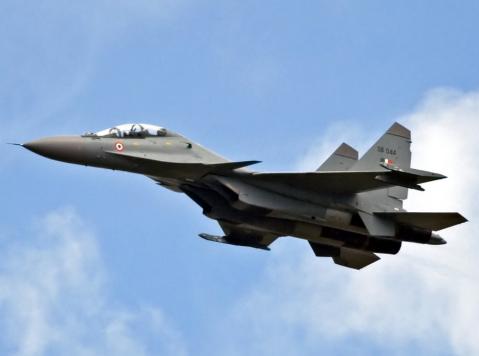 1980年俄苏霍伊飞机实验设计局研制出第一架苏-27