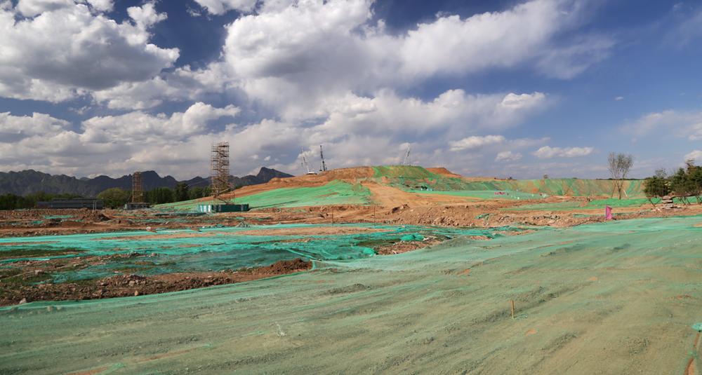 天田山堆筑竣工绿化工程全面展开 北京世园会核心景观区土方工程完工