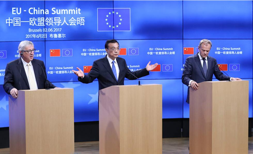 李克强与欧洲理事会主席图斯克和欧盟委员会主席容克共同会见记者