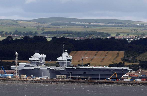 """英国""""伊丽莎白女王""""号航母出海试航"""