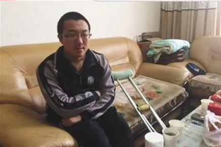 甘肅殘疾考生帶母上清華:只需要一間宿舍