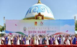 70对新人参加草原青年婚礼节 发布文明婚庆倡议书
