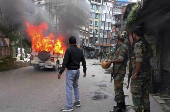 暴力事件制造方代表团当天会见了西孟加拉邦 负责人特里帕蒂(KN Tripathi)-新闻5点半