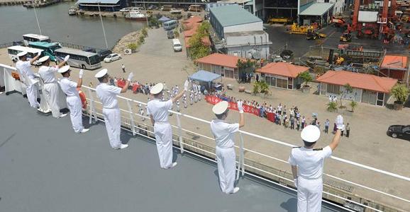 中国海军和平方舟离开斯里兰卡前往亚丁湾