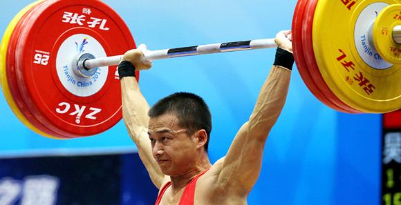 男子举重56公斤级决赛 我军包揽金、银牌