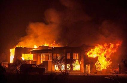 美国加州发生严重山火 21人死亡