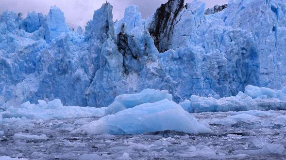 """智利:格雷冰川断裂 全球变暖再敲""""警钟"""""""