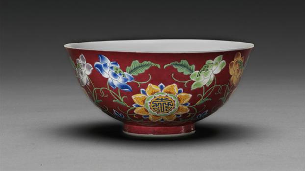 Des porcelaines impériales rares présentées pour la première fois à Beijing