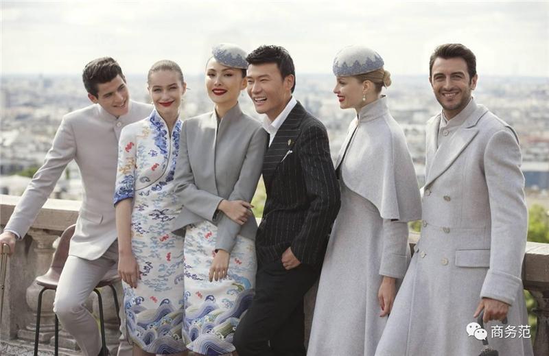 Les nouveaux uniformes de Hainan Airlines font sensation
