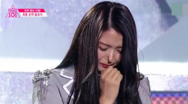 Heiß diskutiert: die Nase einer südkoreanischen Sängerin bleibt eingedrückt